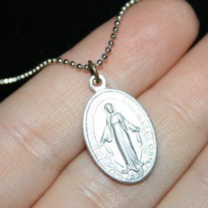 Beautiful silver Mother Mary necklace 16""